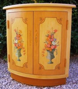 Encoignure en bois peint